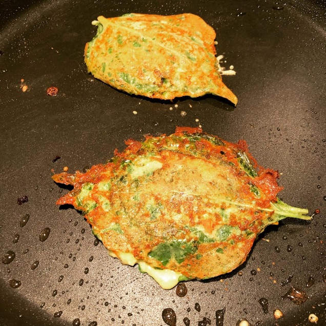 Pan frying perilla leaf Jeon
